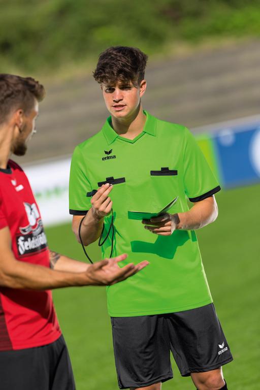 Der Weg zum Fußball Schiedsrichter