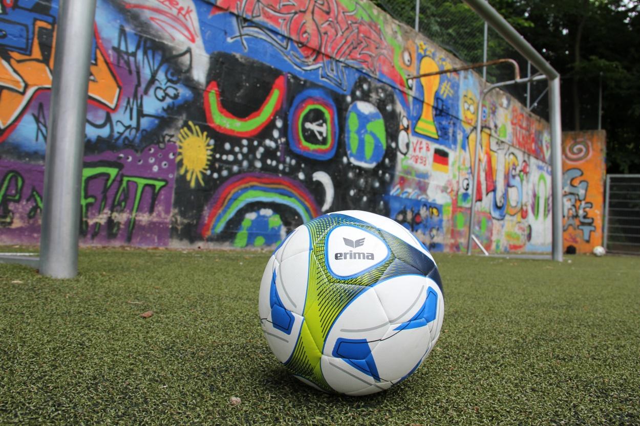 Mythos Bolzplatz: Wo Fußballer laufen lernen
