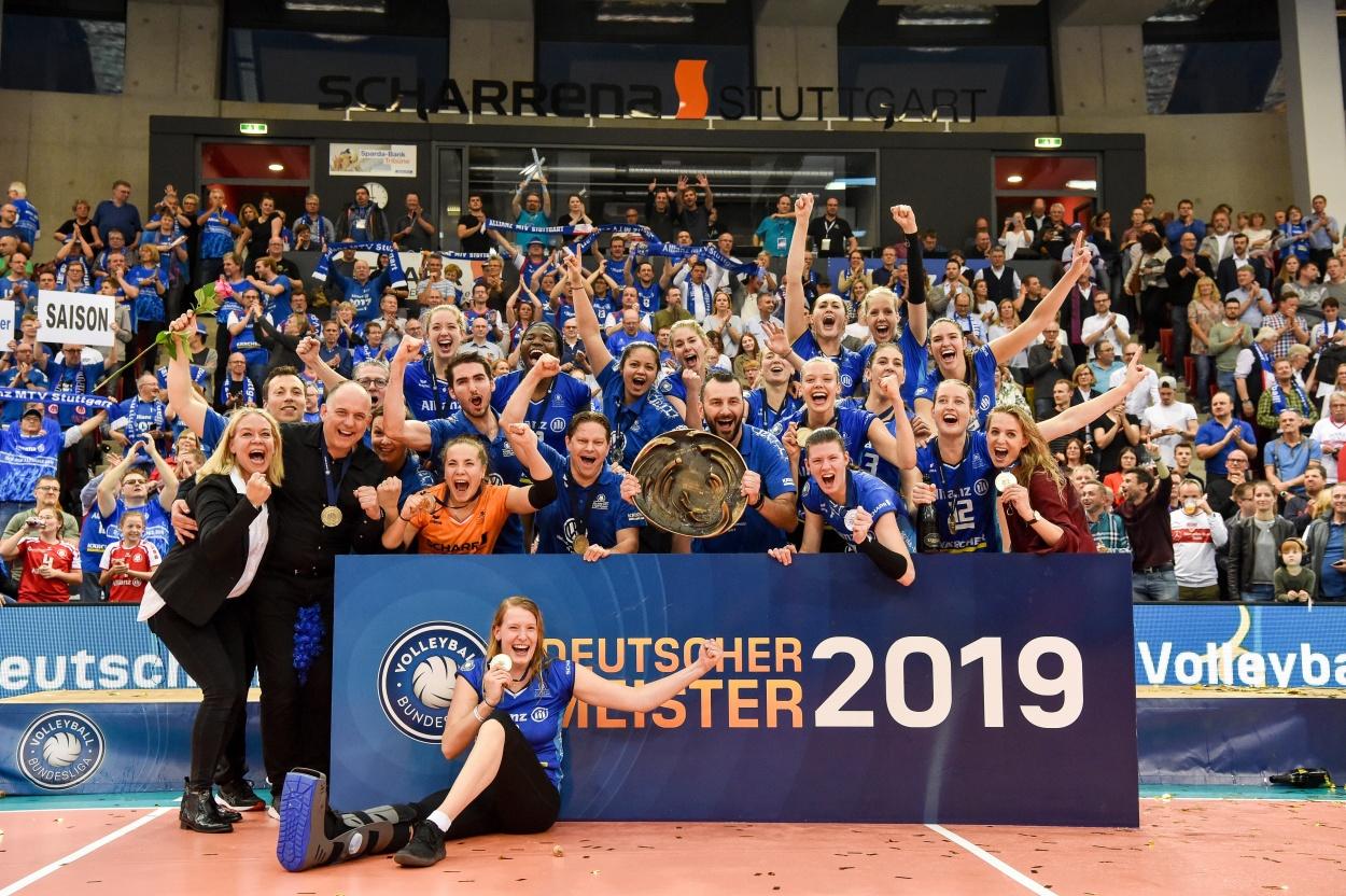 Final-Spektakel: ERIMA Volleyballteams MTV Stuttgart und Berlin Recycling Volleys gewinnen die deutsche Meisterschaft