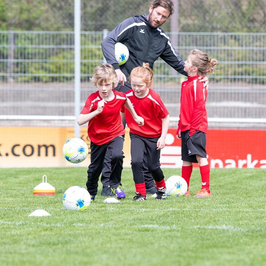 Bambini oder Mini-Fußball: Ab wann ist Fußball für Kinder sinnvoll?