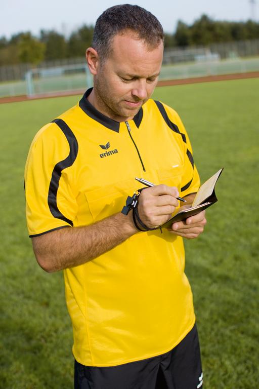Zahltag: Was Schiedsrichter im Fußball verdienen