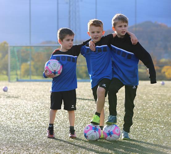 media/image/kinder-fussball-kleidung.jpg