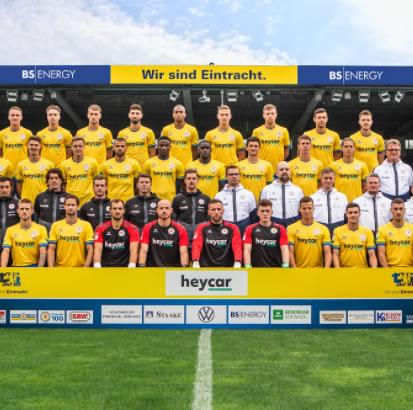 Mannschaftsbild Braunschweig - ERIMA Trikotsatz
